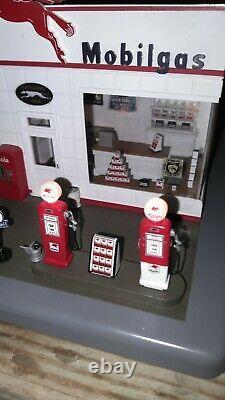 Danbury Mint MOBIL GAS STATION LIGHT UP CLOCK diorama vintage service station