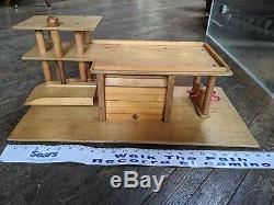 VINTAGE Playskool Wood Gas Service Station Garage creative playthings playtown