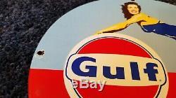 Golfe Vintage Oil Service Moteur Porcelaine Station Pompe Plaque Pin Up Girl Signe