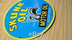 Skunk Vintage Huile Moteur Porcelaine Signe De Pompe À Gaz Plaque Service Rare Rare Station